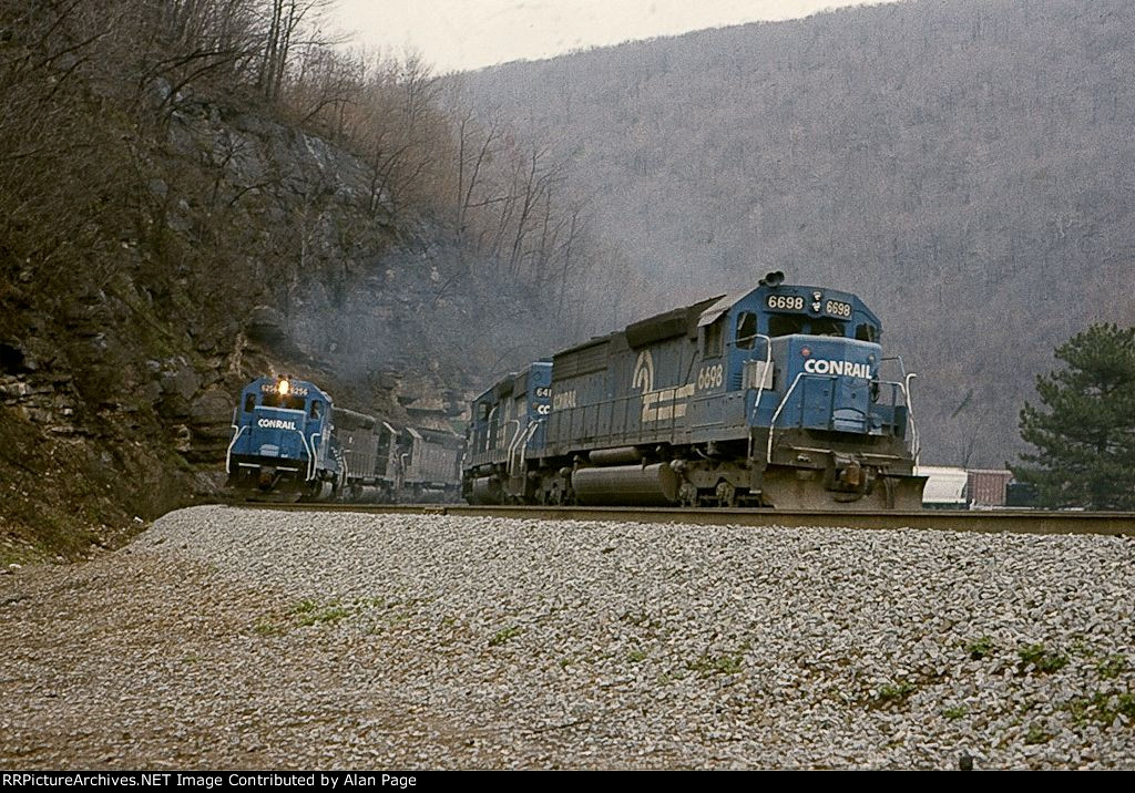 CR SD40 6256 and SDP45 6698