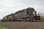 IC 6251, IC 6252 and DMIR 409 haul the northbound taconite empties