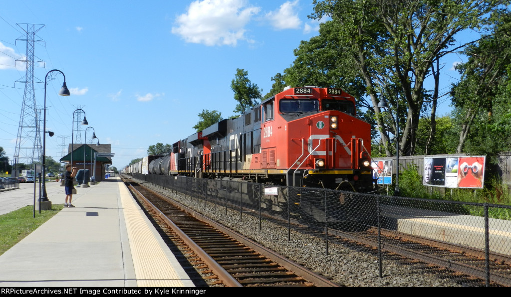CN 2884 And CN 2941 On A446