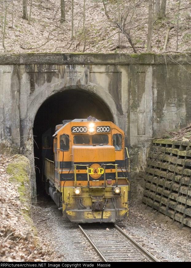 BPRR 2000 leads HC 1 empties out of the tunnel
