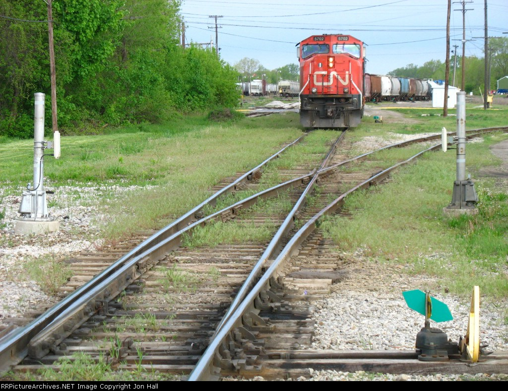 M398 shoving back into the yard after passing the HESR switch