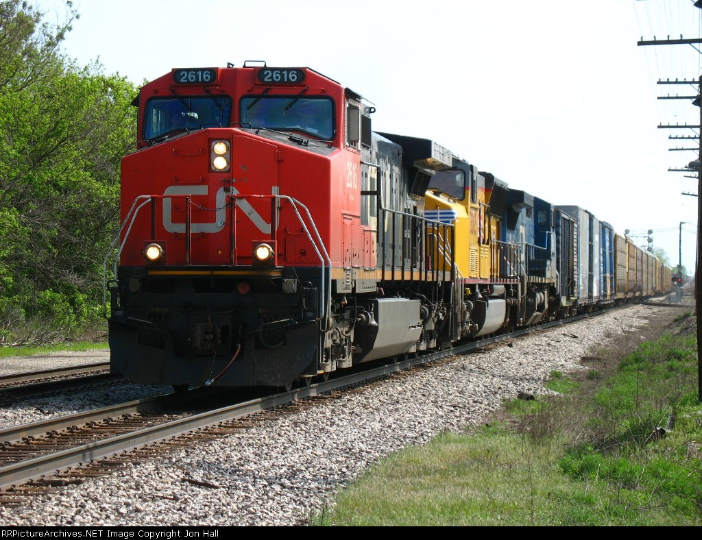 CN 2616, UP 5003 & IC 2466 rolling west with M397