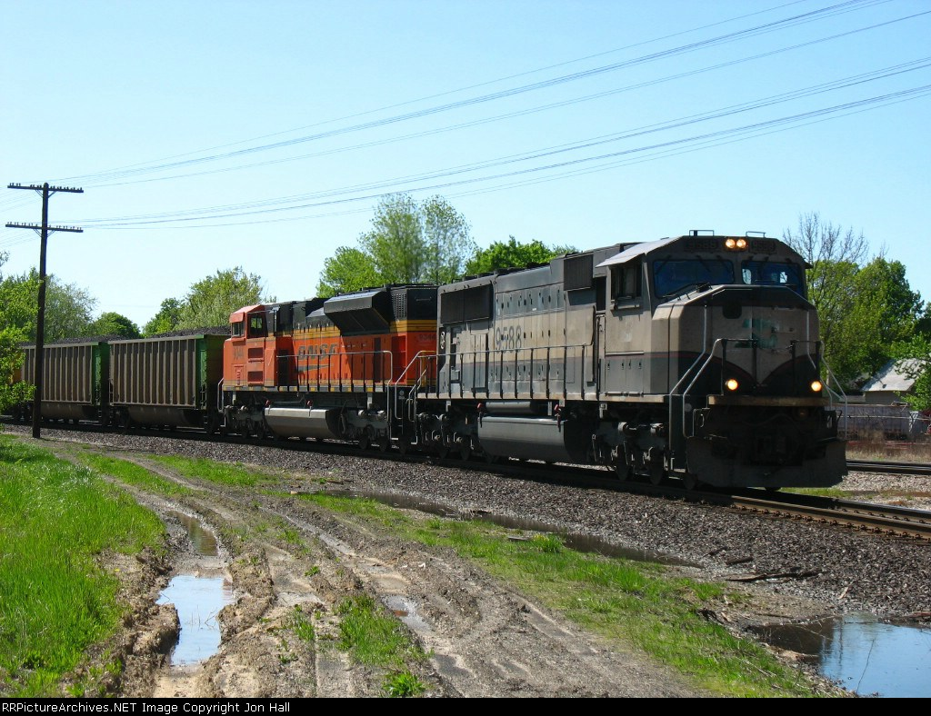 Led by BN 9588 & BNSF 9344, C764 rolls onto the Chicago Wye