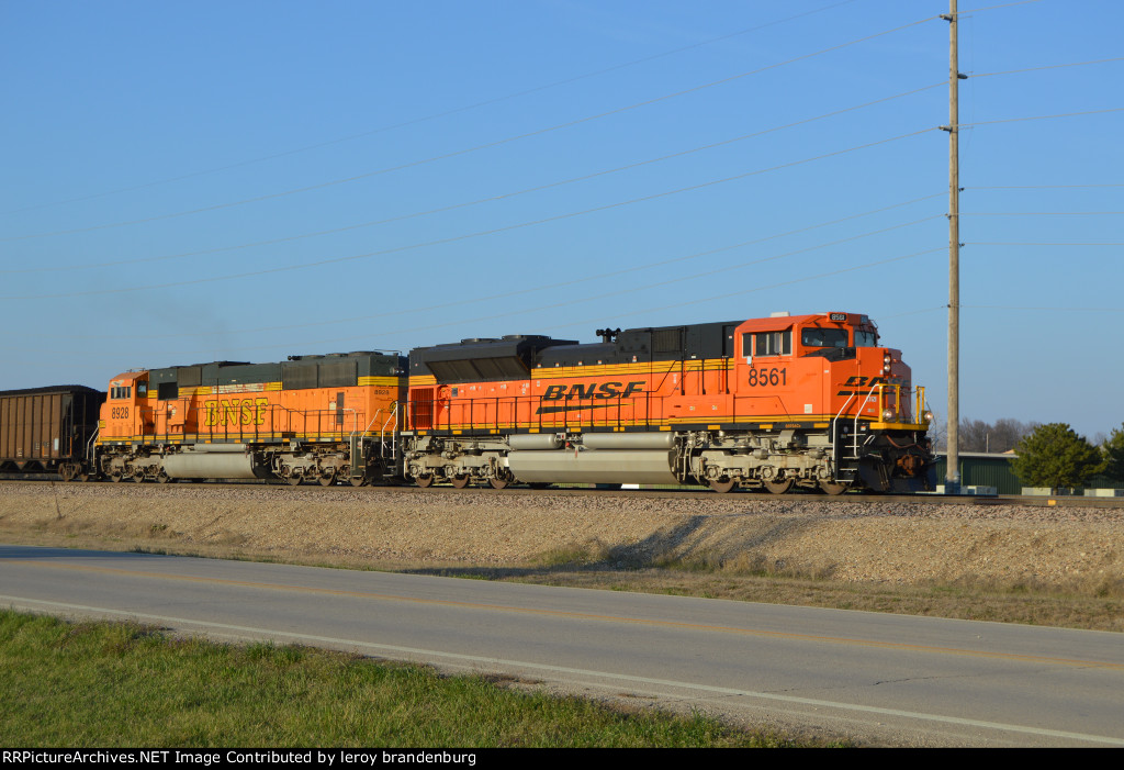 BNSF 8561 pulling the hill