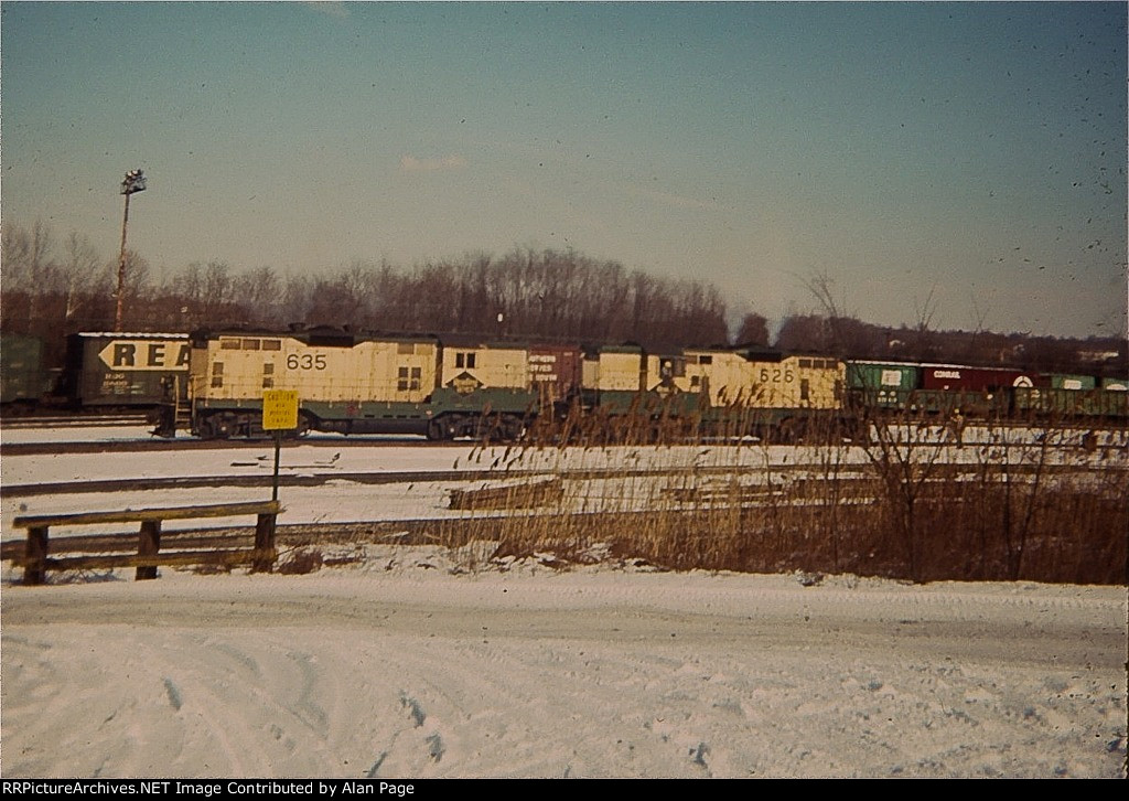 RDG GP7's 635 and 626