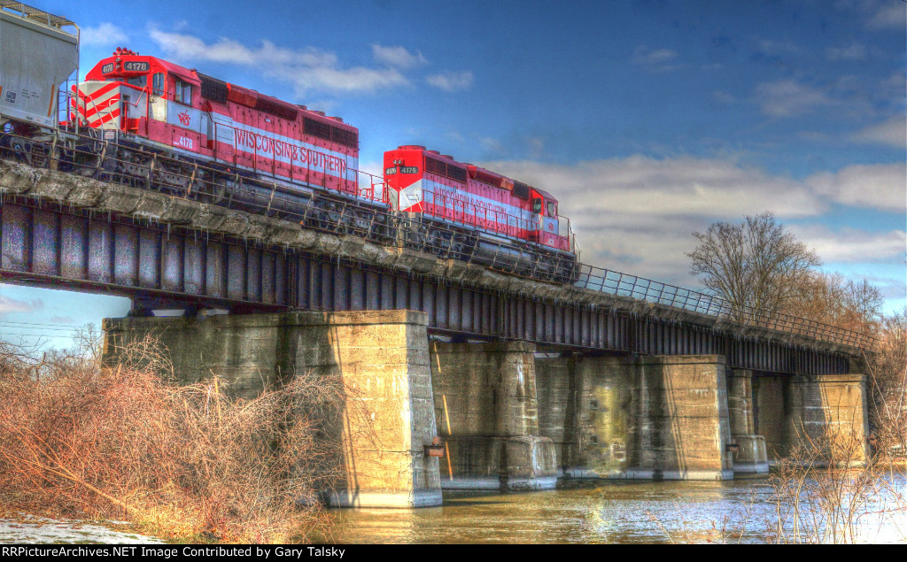 WSOR(WAMX) 4176-4178 crossing the Rock River at Janesville, WI