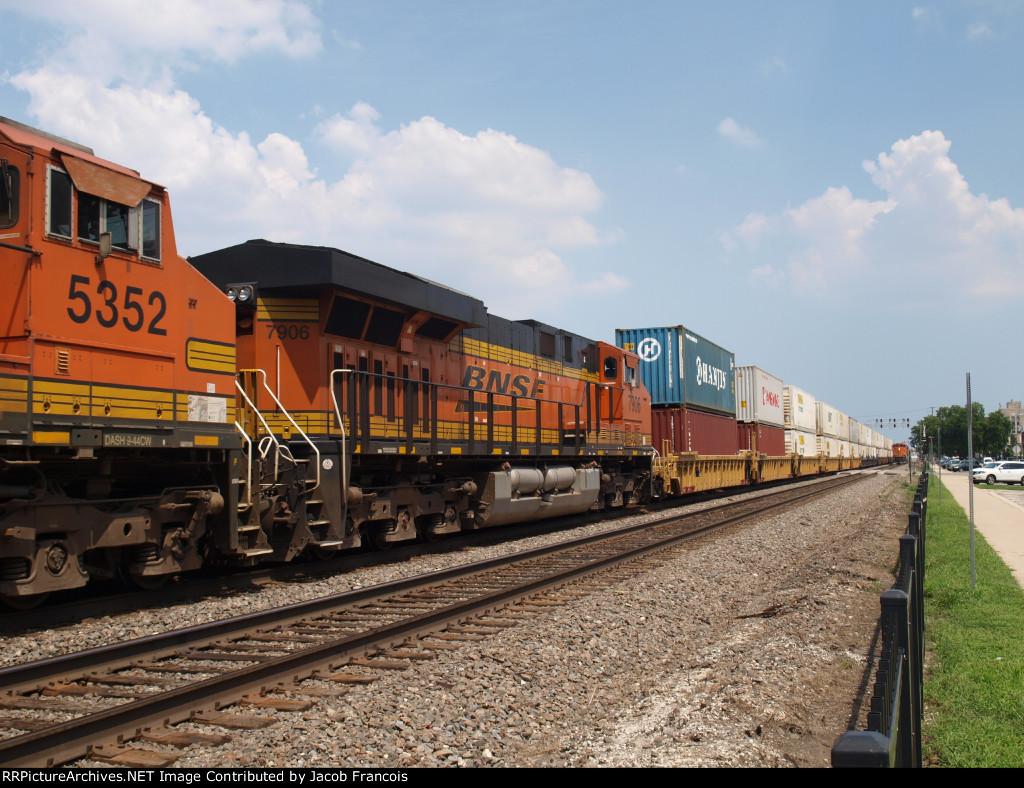 BNSF 7906