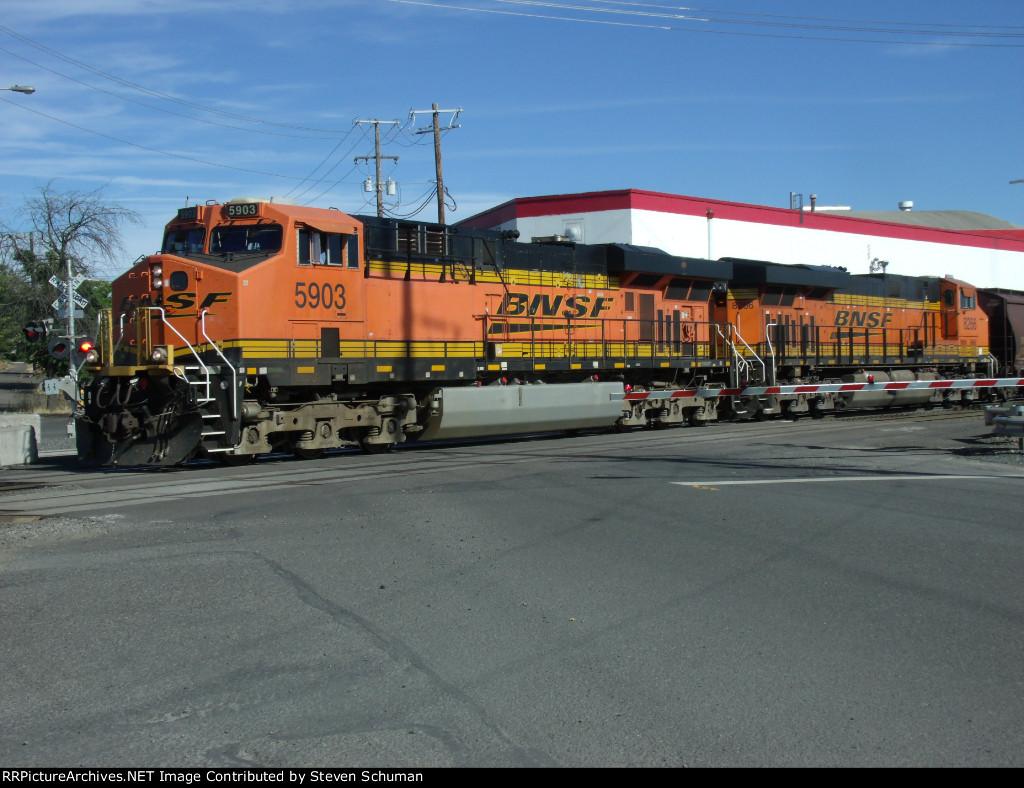 BNSF 5903 (ES44AC)