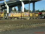 UP 7964 at Albina