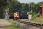 Q116 rounds the curve and past the northbound signal for the UP diamonds