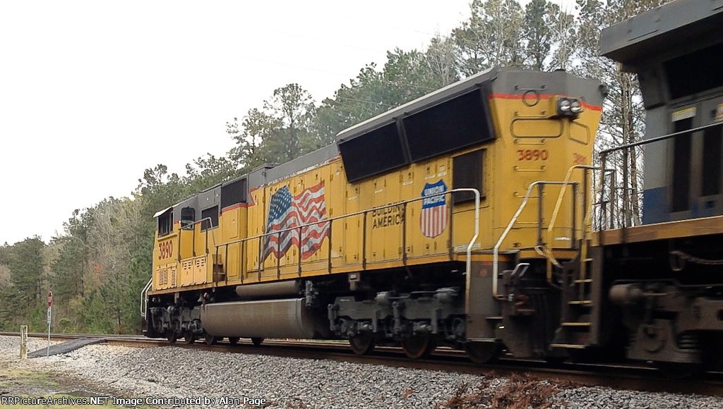 UP SD70M 3890 leads CSX AC44CW 167