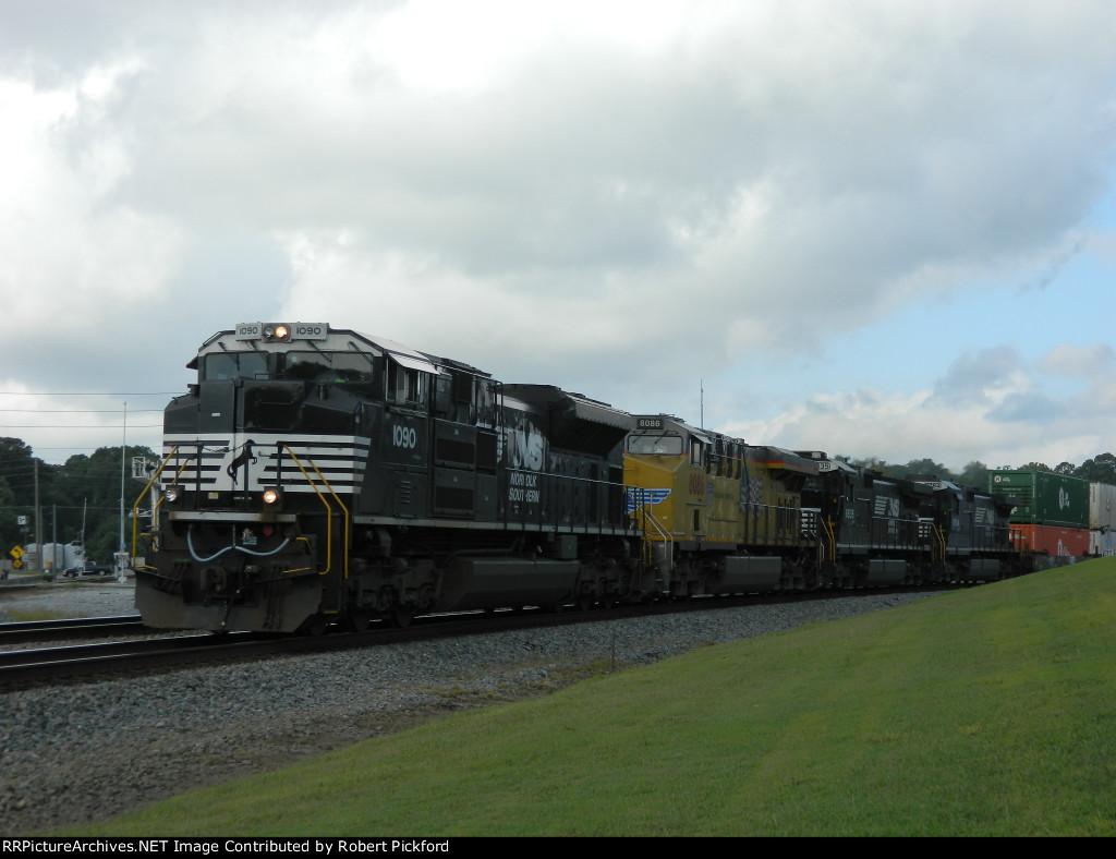 NS 1090 (SD70ACe) UP 8086 (AC45CCTE) NS 8835 (C40-9) NS 8784 (C40-9)