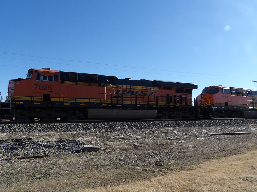 BNSF ES44C4 7025