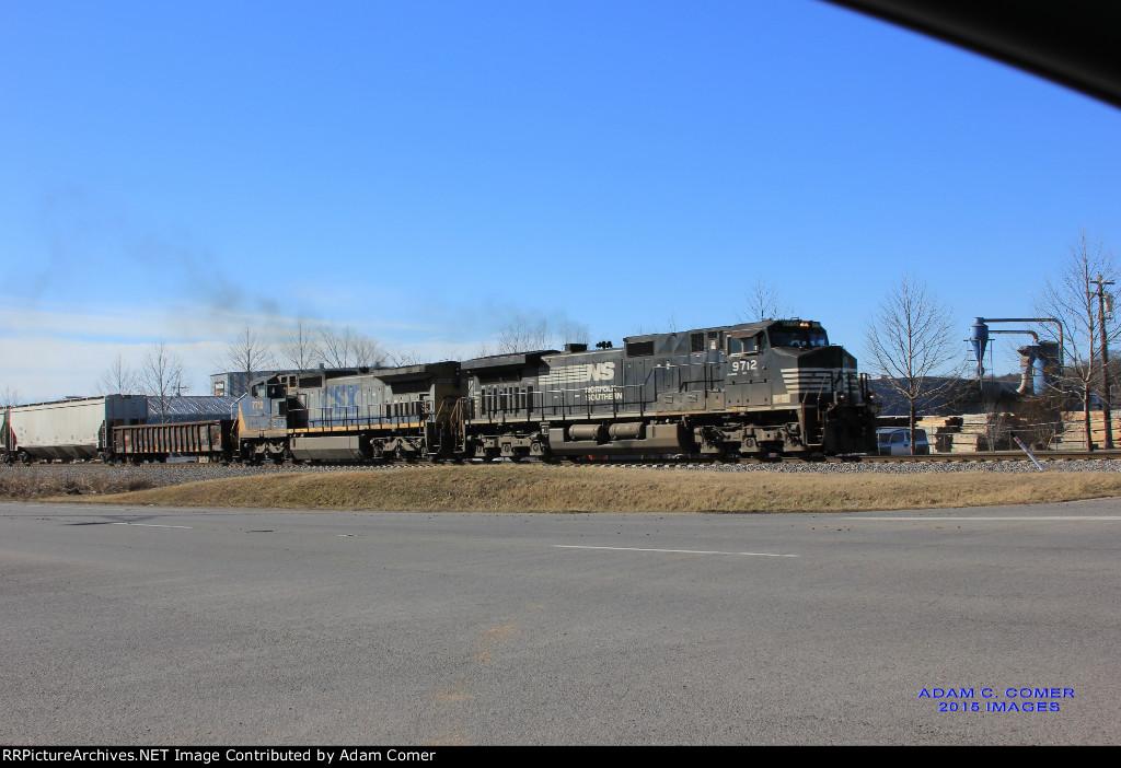 NS 9712 and CSX 7710 lead a freight through Bowling Green