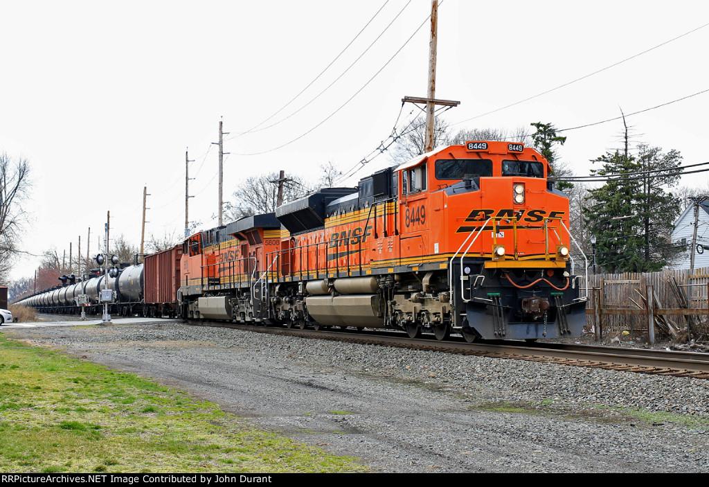BNSF 8449 on K-041