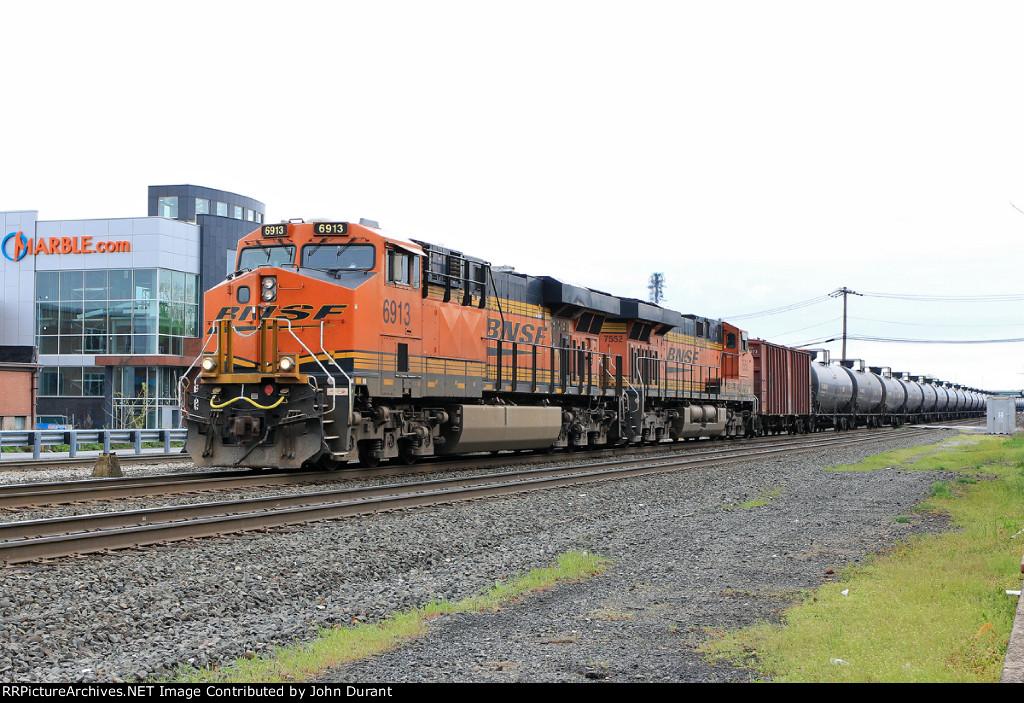 BNSF 6913 on K-138