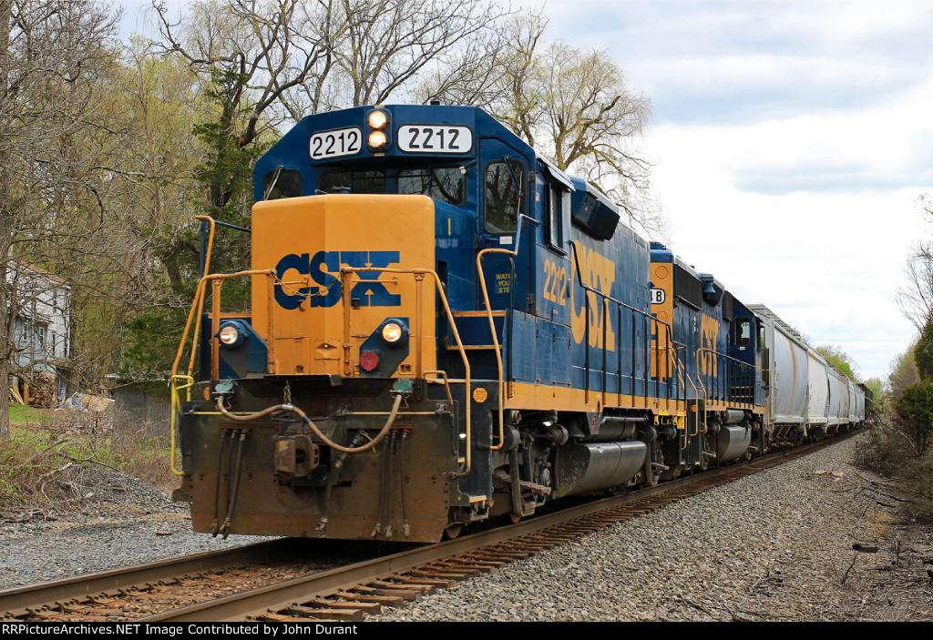 CSX 2212 on C-712
