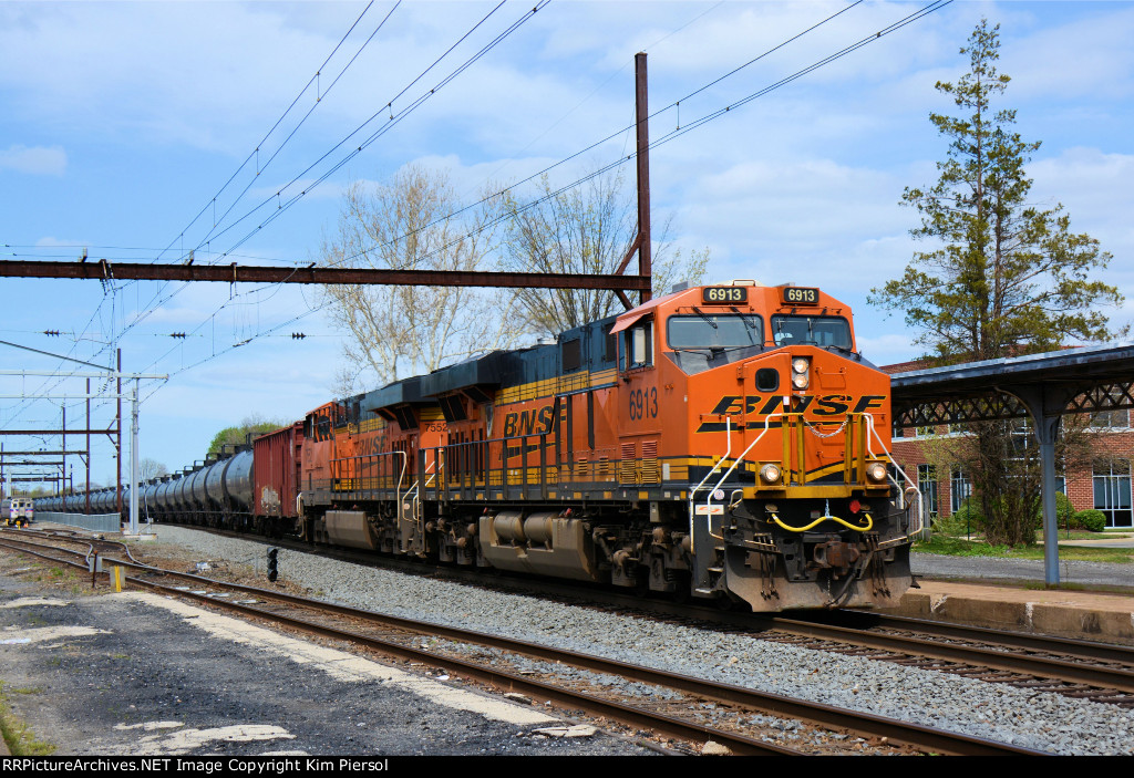 BNSF 6913 CSX Train K138 Crude Oil Loads