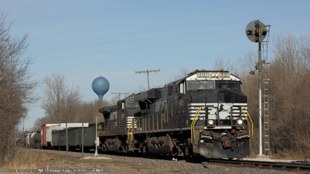 NS 8121 ES44AC