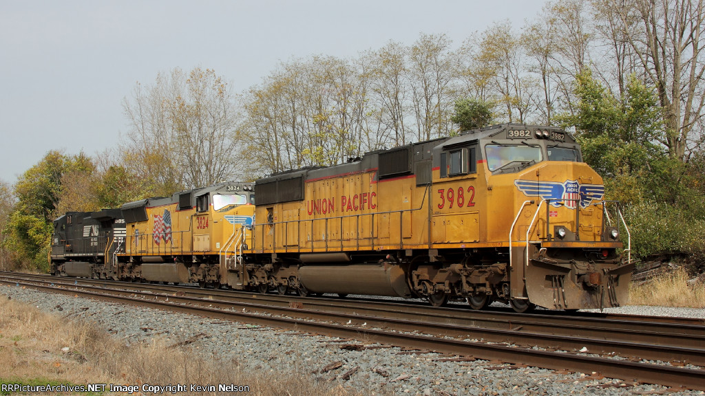 UP 3982 SD70M