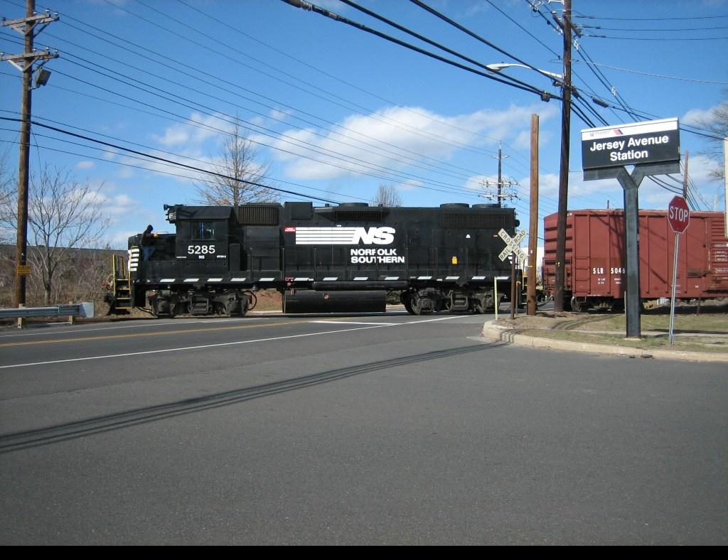 NS 5285 crossing NJ-91