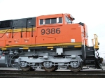 Side cab and nose detail on BNSF 9386