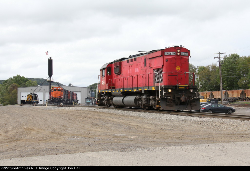431 heads toward the yard to assemble its train