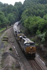 CSX 865 & 687 make easy work of lifting V650 north as they pass the connection to the NS Appalachia District