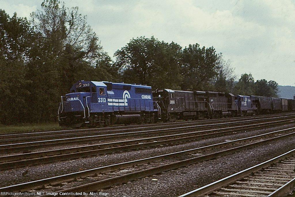 CR GP40-2 3313, U33B 2890, GP40 3008, and U23B 2707