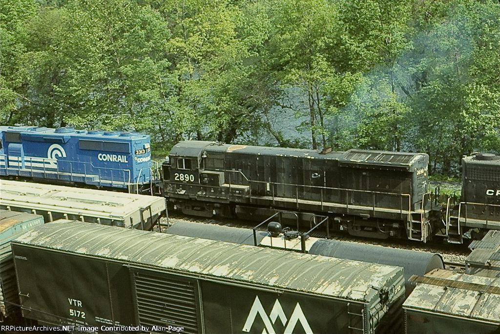CR GP40-2 3313 and U33B 2890