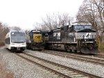 NJT 3516, CSX 8596, NS 9403