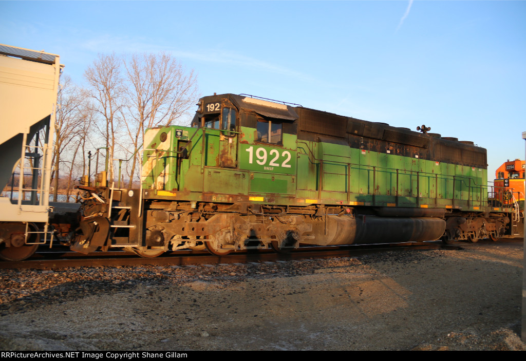 BNSF 1922 trails on a Nb mixed freight,
