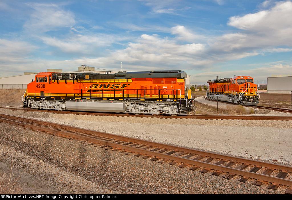 BNSF 4238 and BNSF 4237