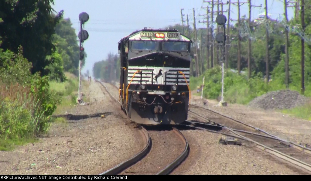 ES44DC 7519 Heading West