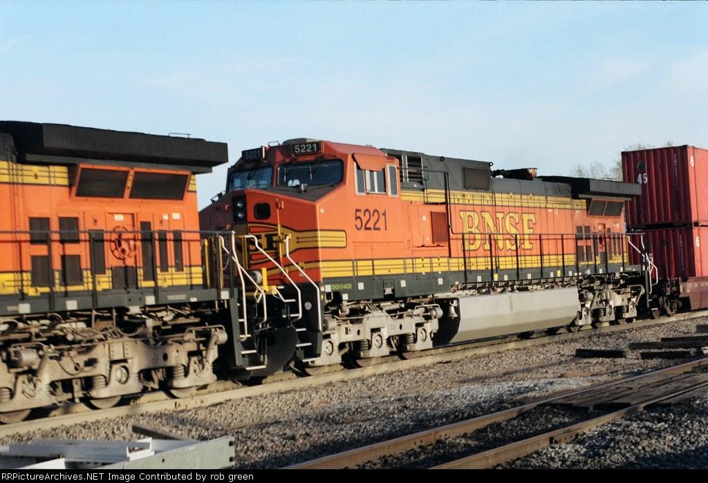 BNSF 5221