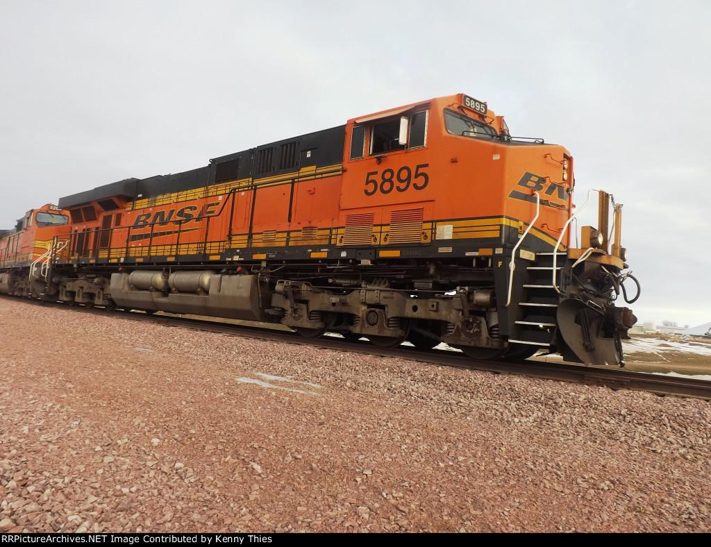 BNSF 5895