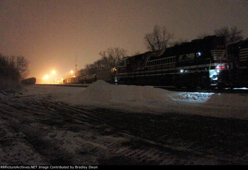NS 911 on snowing night