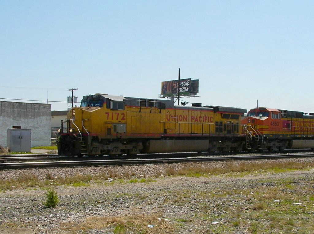BNSF 4653 & UP 7172