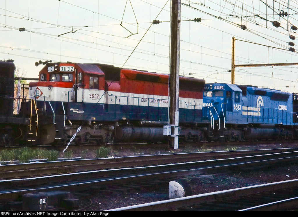 Former EL SD45 3632 in Bicentennial paint, under the catenary with SDP45 6683