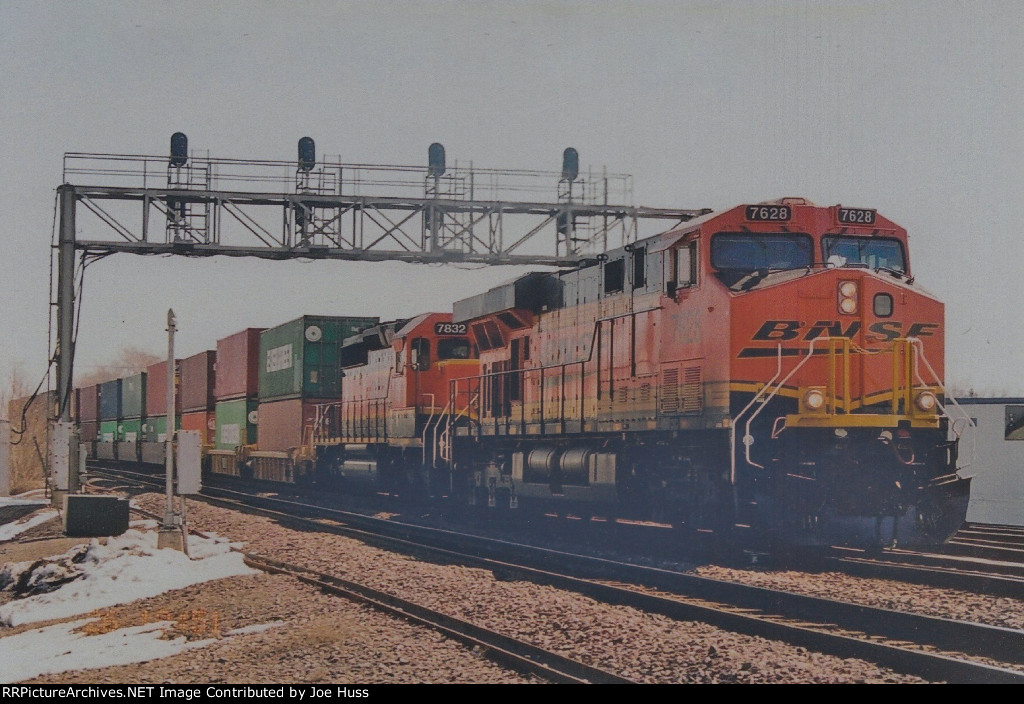 BNSF 7628 West