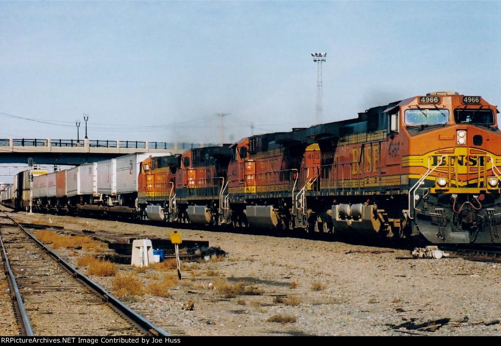 BNSF 4966 East