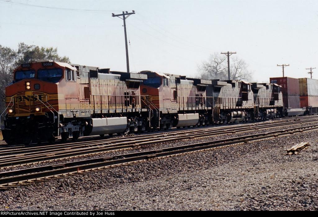 BNSF 5069 West