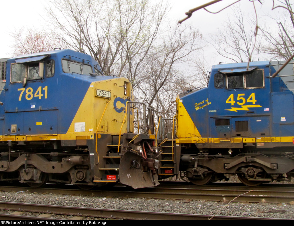 CSX 454 and 7841