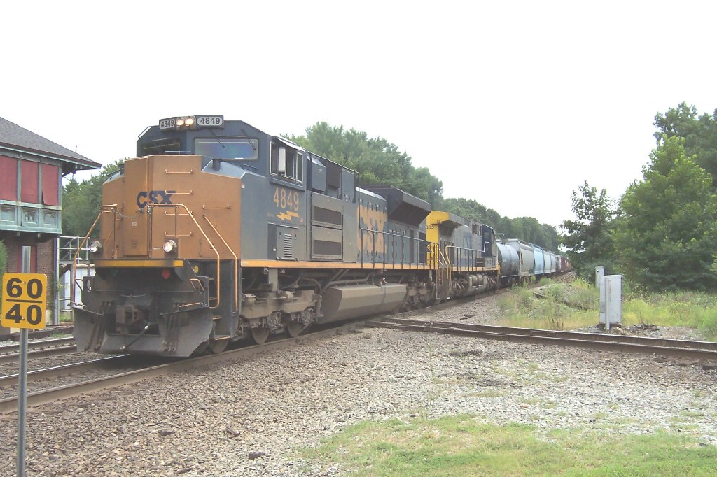 After waiting for Q173, CSXT 4849 rolls north