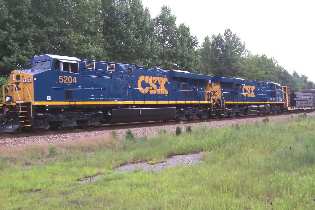 CSX 5204 leads the Q438