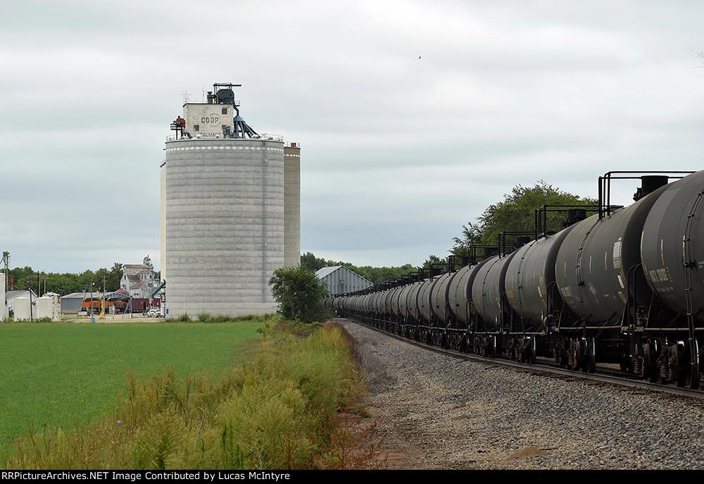 BNSF 7195 westbound BNSF empty ethanol train