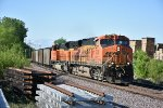 BNSF 6086 Leads a loaded drag around the curve into Old Monroe.