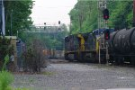 CSX 466 and CSX 9000 take the siding in Bergenfield NJ