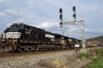 The NS Dash 9's are not intimidated by the C&O Cantilever signals....but they should be