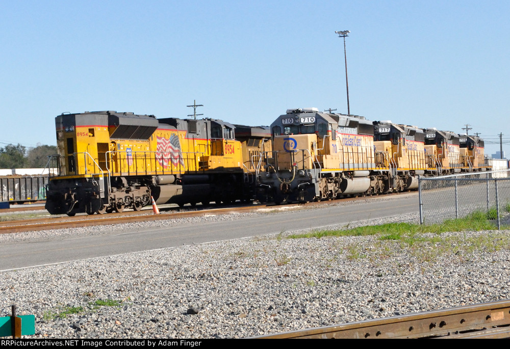 FEC 710 and other FEC units await the trip to Waycross